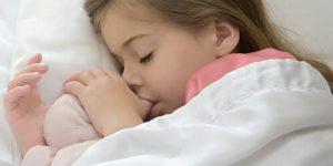 مکیدن انگشت شست - تأثیر آن بر روی دندان ها ، پیشگیری و درمان ها