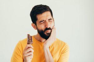 دندانهای حساس به سرما: علل و درمانهای خانگی